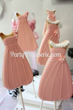 We love these adorable prom dress cookies from @Party Patisserie
