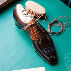 TYE shoemaker Picture courtesy of. - Bespoke Makers - Bespoke Makers by Ryo Gentleman Shoes, Suit Shoes, Handmade Leather Shoes, Mens Fashion Shoes, Dream Shoes, Formal Shoes, Luxury Shoes, Loafers Men, Brogues