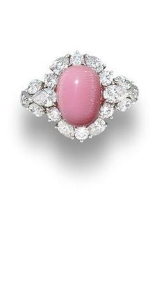 Rosamaria G Frangini | High Pink Jewellery | A conch pearl and diamond ring