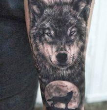 realistic wolf tattoo on hand