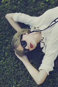 RED Photoshoot: NEW Outtakes : Taylor Swift. i dont know why, i just LOVE this pic of her!