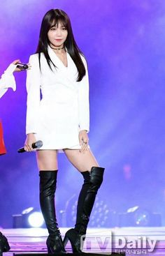 A Pink (에이핑크) Official Thread South Korean Girls, Korean Girl Groups, Eunji Apink, Eun Ji, Stage Outfits, Love At First Sight, Beautiful Person, Kpop Girls, Asian Beauty