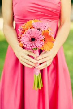 pink and orange daisies for bridesmaids