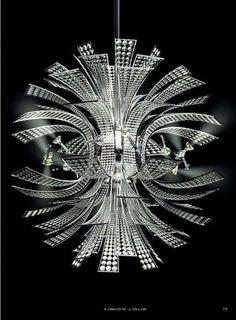 Moderní křišťálový lustr značky Faustig.Tato firma je proslulá hlavně svými obrovskými křišťálovými lustry a to jak těmi moderními, tak těmi klasickými. Kompletní kolekci si můžete prohlédnout zde: http://www.saloncardinal.com/faustig-ba7