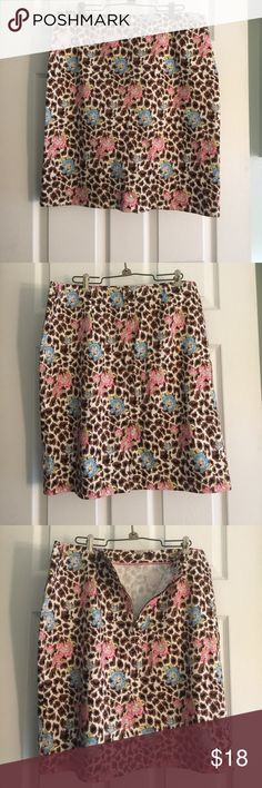 👠💃🏻.  Nicole Miller Brown floral skirt Super cute.    From waist to bottom the skirt is 22 in.  Excellent condition Nicole Miller Skirts Midi