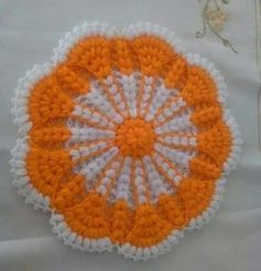 This Pin was discovered by Ayn Crochet Mandala Pattern, Crochet Doilies, Crochet Flowers, Knitting Patterns, Crochet Patterns, Purple Wine, Chrochet, Crochet Designs, Potpourri