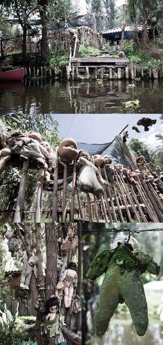 La Isla de la Munecas - Mexique — Don Julian Santana Barrera acheta l'île réputée hantée dans les années 50. Pour calmer l'esprit d'une jeune fille noyée, il se met à collectionner des poupées abandonnées ou cassées et les accrocher aux arbres. Celles-ci ont subi les intempéries et le temps, et servent aujourd'hui à effrayer les touristes.