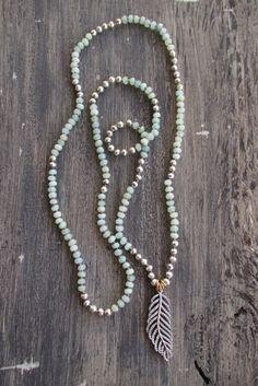Feather knotted semi precious stone necklace Light por slashKnots