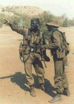 I think sometimes it was more to fuck us around to camo our faces like that Military Art, Military History, Airborne Army, Army Day, Vietnam War Photos, Royal Marines, War Photography, All Nature, Special Forces