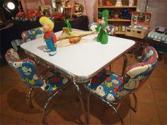 HOMA - Kitsch à l'os rue Hochelaga, entre Davidson et Cuvillier) Kitsch, Vintage Store, Stores, Corner Desk, Dining Table, Boutique, Antiques, Furniture, Home Decor