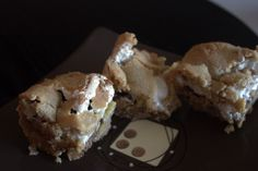 elvis s'mores bars; graham cracker cookie dough, sliced bananas, pb cups, marshmallow creme, and more graham dough