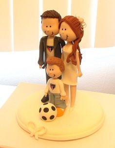 Noivinhos com filho...ideal para os noivos que já tem filhos. Gracinha, né? Amei. Enfeite do bolo de casamento.