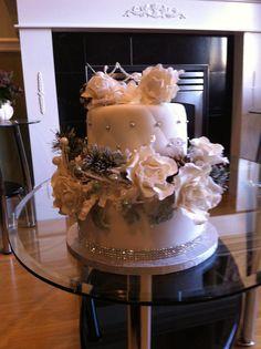 Winter wonderland white flower small wedding cake