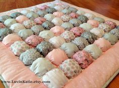 Bubble Quilt Puff Quilt Biscuit Quilt Baby Tummy Time Floor Time Mat PINK GREY WHITE di LuvinKatie su Etsy https://www.etsy.com/it/listing/231191750/bubble-quilt-puff-quilt-biscuit-quilt