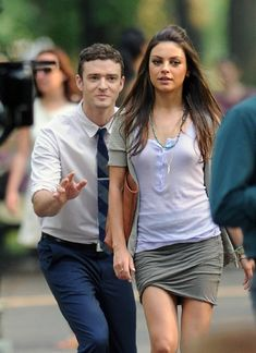 """The on-screen chemistry between Mila Kunis and Justin Timberlake in the movie """"Friends With Benefits"""" was more than apparent throughout the movie @ MastLists: recent celebs news. Beautiful Celebrities, Beautiful Actresses, Beautiful Women, Mila Kunis Justin Timberlake, Mila Kunis Style, Mila Kunis Body, Pencil Skirt Casual, Friends With Benefits, Hollywood Actresses"""