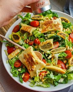 - Grüner Salat mit Maultaschen und Honig-Senf-Dressing Green salad with ravioli and honey mustard dressing Salad Recipes Healthy Lunch, Salad Recipes For Dinner, Chicken Salad Recipes, Lunch Recipes, Vegetarian Recipes, Healthy Lunches, Eating Healthy, Meat Recipes, Cooking Recipes