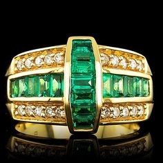 Emeralds and diamonds in this amazing engagement ring #rings www.finditforweddings.com