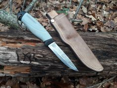 mora robust EDC, Knifes & Tools - best folding knives from all over the world. Survival kits and EDC. Bushcraft Skills, Bushcraft Camping, Mora Knives, Opinel, Edc Gadgets, Wood Knife, Folding Knives, Edc Knife, Edc Tools