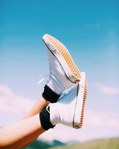 Kick your Canvas Sk8-Hi Decons in the air like you just don't care. Lightweight, comfortable and perfect for any kind of outing.