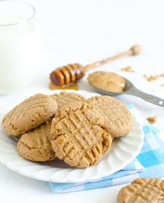Honey Sweetened Peanut Butter Cookies Honey Recipes, Baking Recipes, Whole Food Recipes, Cookie Recipes, Dessert Recipes, Flour Recipes, Healthy Cookies, Healthy Treats, Healthy Desserts