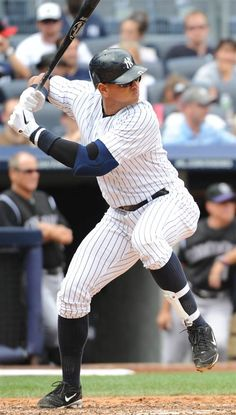 My opinion one of the best swings in baseball all time. Could of been the first ever to hit 800 HR