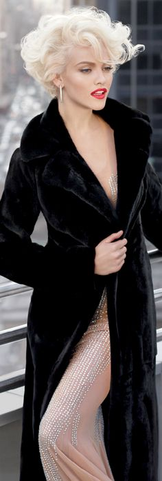 Holy Glam! We should all strive to show off our femininity and womanliness in such a glamorous, beautiful way. More