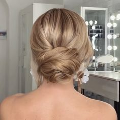 Will you wanna learn how to achieve latest wedding hairstyles trends for bride? View the link below to get more Easy Wedding Hairstyles Tutorials Trends 2020! #hairstyles #DIY #tutorials #weddings #updos #promhairstyles #bridalhairstyles #bridalupdo #Updostutorials