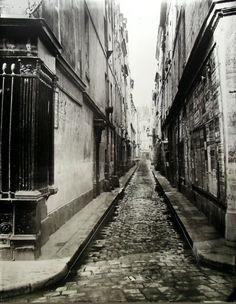 rue Visconti - Paris 6ème La rue Visconti photographiée par Charles Marville vers 1865.