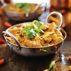 Heerlijke Indiase curry Madras met kip - Culy.nl Indian Chicken, Naan, My Recipes, Love Food, Healthy, Ethnic Recipes, Drinks, Turmeric, Indian