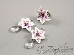 jewelry set with lilies