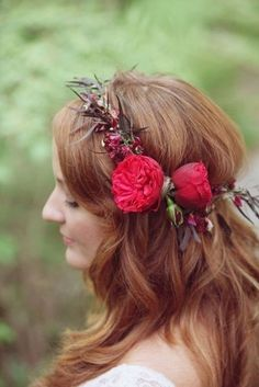 Long curls with red flower crown Fall Wedding Dresses, Red Wedding, Wedding Day, Bridal Flowers, Flowers In Hair, Red Flowers, Beautiful Flowers, Up Hairstyles, Wedding Hairstyles