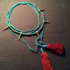 Püskül kolye, kırmızı püskül kolye, mavi püskül, el yapımı, Boho, altın metal, boncuklu kolye