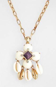 Beach vibe - Shell pendant necklace from Tory Burch
