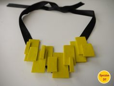 Neon statement necklace - different, easy technique for the bored or beginner. A little clay, a little glue, some ribbon. Site gives dimensions for pieces. Maybe add some pattern. Felt Necklace, Polymer Clay Necklace, Leather Necklace, Diy Necklace, Leather Jewelry, Yellow Necklace, Pendant Necklace, Textile Jewelry, Fabric Jewelry
