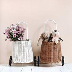 Mini panier osier à roulettes Wicker Baskets, Mini, Comme, Home Decor, Baby, White Wicker, Sick Kids, Two Sisters, Decoration Home