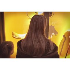 Beyond yellow flanerie #backofbeyond #photography #project #dansloeilduflaneur  #hermes #bergesdeseine #paris #parismaville #parisjetaime