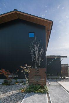 #ルポハウス #設計士とつくる家 #注文住宅 #デザインハウス #自由設計 #マイホーム #家づくり #施工事例 #滋賀 #おしゃれ #外観 #ガルバリウム #庭 My Home Design, House Design, Minimal Home, Cladding, Exterior Design, Minimalism, House Plans, Gallery, Garden
