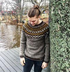 Det behövs inga ord ❤️ / No words are needed #sticka #knit #strik #strikk #icelandicsweater #islandströja #lopapeysa #riddari #knittersofinstagram #knitting_inspiration #hönerocheir #jordnäragarn @honerocheir Knitting Patterns Free, Knit Patterns, Free Knitting, Icelandic Sweaters, Sweater Design, Turtle Neck, Street Style, Pullover, Boys