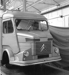 Citroën Type H - Photos, détails et équipements - Citroën Origins Citroen Type H, Citroen H Van, Psa Peugeot Citroen, Citroen Car, Classic European Cars, Classic Trucks, Classic Cars, Automobile, Luxury Motorhomes
