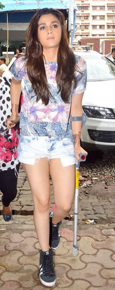 Injured Alia Bhatt promotes Humpty Sharma Ki Dulhania. #Style #Bollywood #Fashion #Beauty