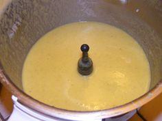 """2 carottes 1 courgette (avec la peau) 1 navet 1 blanc de poireaux une pomme de terre une gousse d'ail un oignon (j'ai adapté un peu car je voulais faire des tagliatelles de légumes, donc j'ai mis pour le velouté le """"trognon"""" de deux courgettes et trois..."""