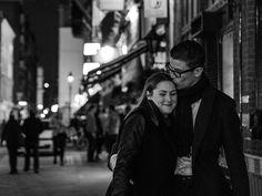Ich mach's kurz. Hier 30 Zitate über die Liebe, die ohnehin jede Einleitung in den Boden stampfen würden. Das Leben auf den Punkt gebracht Das einzig Wichtige im Leben sind die Spuren der Liebe, die wir hinterlassen, wenn wir gehen. - Albert Schweitzer Allein zu sein fühlte sich nie richtig an. Manchmal fühlte es sich gut an, aber nie
