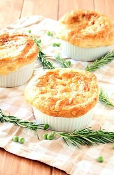 Puff Pastry Appetizers, Puff Pastry Desserts, Puff Pastry Recipes, Puff Pastries, Pastries Recipes, Roast Chicken Pie, Cocotte Recipe, Individual Chicken Pot Pies, Fodmap Recipes