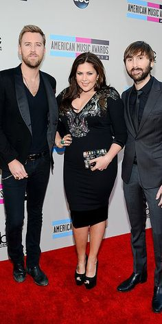 Lady Antebellum arrive to the AMerican Music Awards red carpet.  http://www.people.com/people/special/0,,20757507,00.html#16