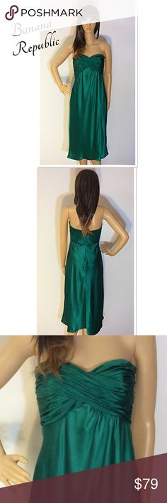 BANANA REPUBLIC EMERALD GREEN FORMAL EVENING DRESS This is so perfect for upcoming holiday parties and functions. The beautiful EMERALD color is radiant. Strapless with a zip back and a wrap style bottom half. Fully lined, dry cleaned and ready to wear. No flaws or stains. Banana Republic Dresses Strapless