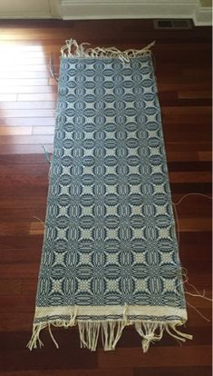 Confessions of a Craftaholic - A yarn about crafting: Overshot Coverlet
