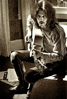 The close relationship and incredible access Jim Marshall had to musicians of the era - and down through the years - is evidenced by this picture of Eric Clapton playing guitar in the photographer's apartment on Union Street in August 1967 Music Love, Music Is Life, Rock Music, Jim Marshall, The Yardbirds, Black And White Posters, Rock Legends, Music Photo, Music Icon