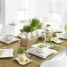 Catch a modern wave with chic New Wave White Dinnerware from Villeroy & Boch. This fresh white porcelain flaunts sleek angles and curves that elevate your tablescape with style. And it's microwave and dishwasher safe for easy care. White Dinnerware, Dinnerware Sets, Modern Dinnerware, Kitchen Layout, Kitchen Decor, New Wave, Party Plates, Kitchen On A Budget, Dinner Sets