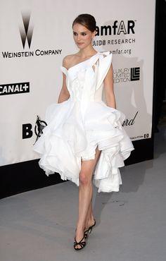 Natalie-Portman-wore-dramatic-Givenchy-dress-amfAR-Cinema
