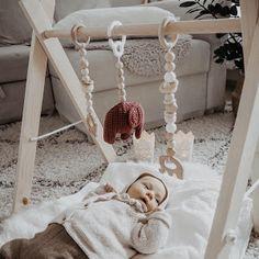 Virkattu norsuvaunulelu + ohje - Ikkunalaudalla Knitting For Kids, Bassinet, Little Ones, Diys, Toddler Bed, Home Decor, Room, Bebe, Homemade Home Decor